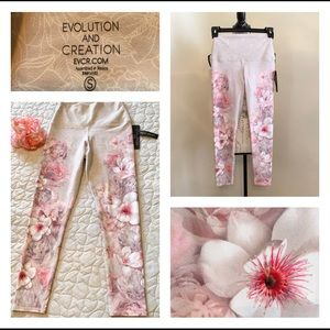 NWT Floral Active Wear Cropped Leggings Small